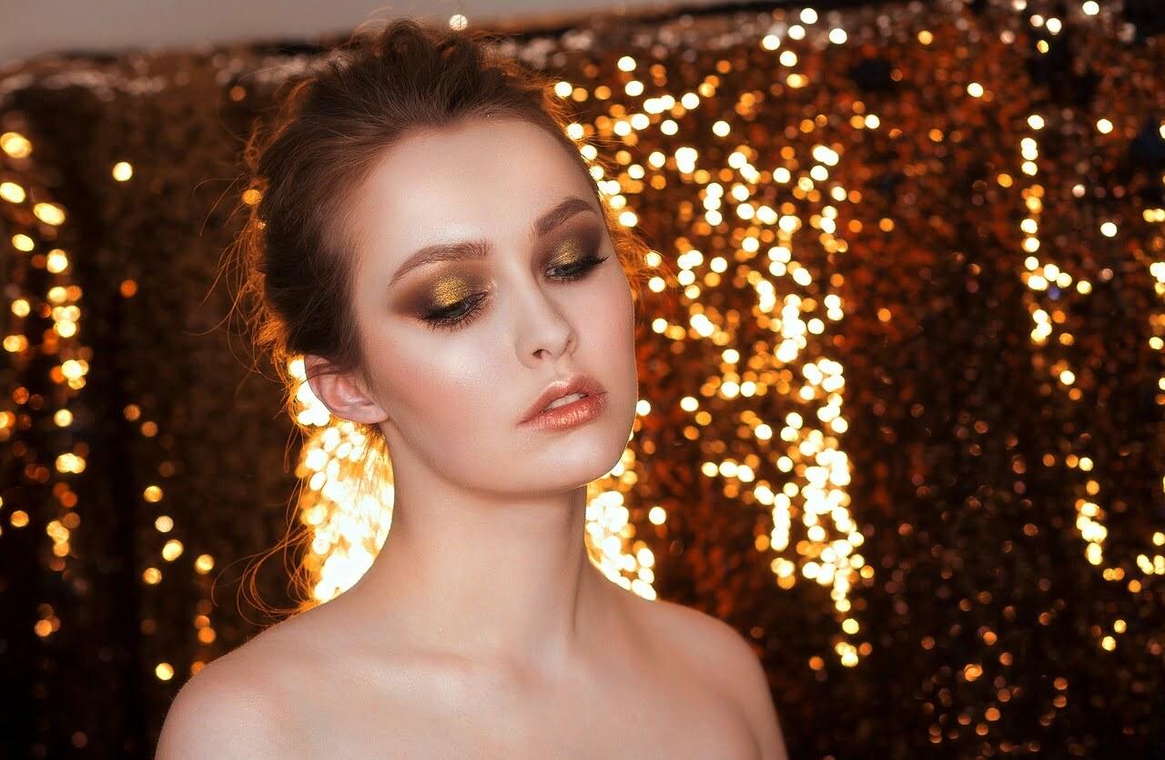 woman make-up holidays