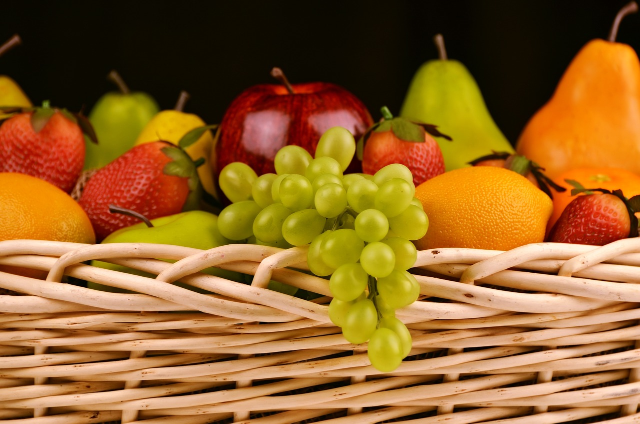 fruit basket grapes apples oranges